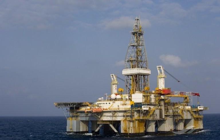 Semi-Submersible Oil Rig